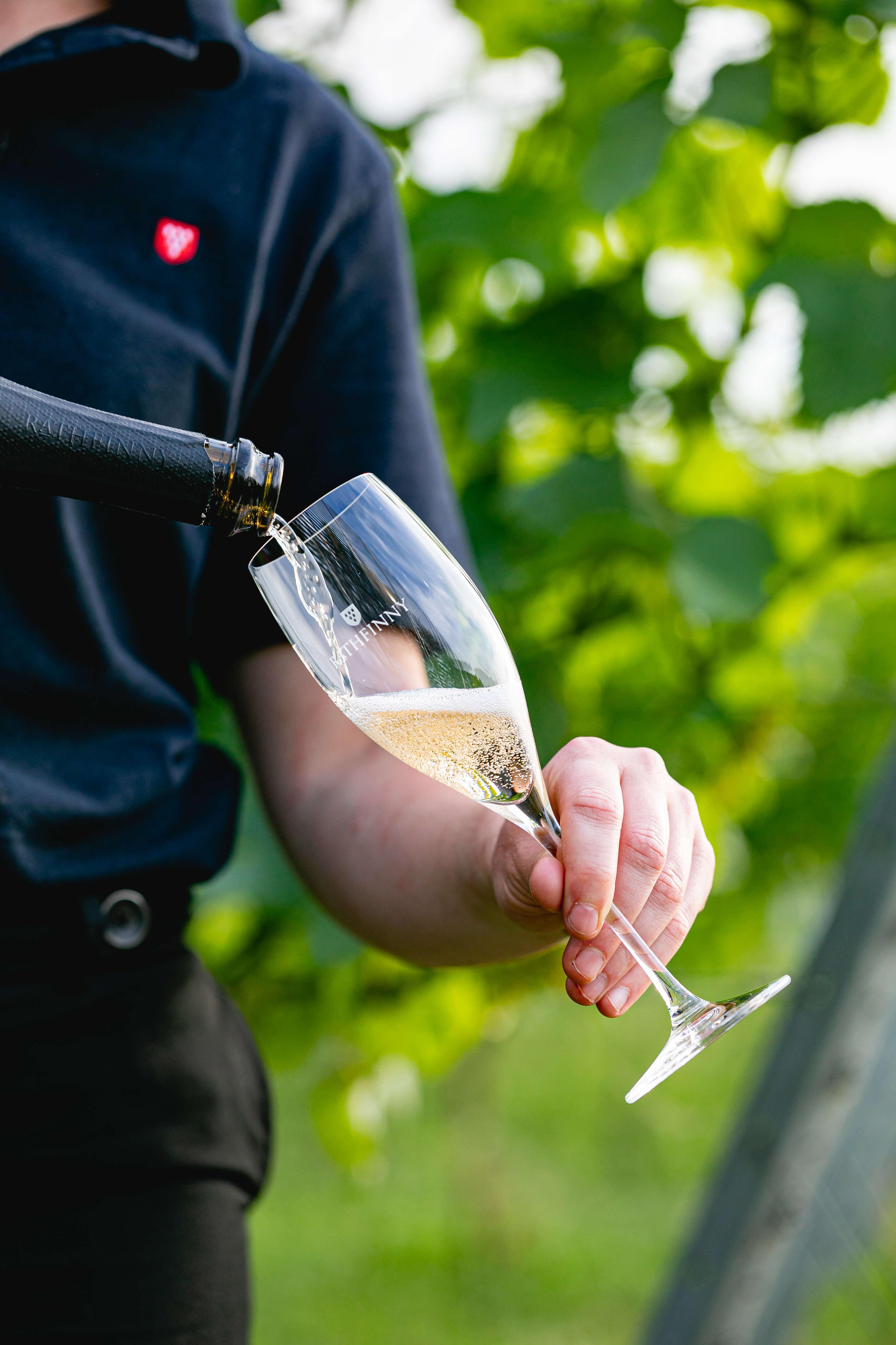 Sussex Sparkling Pour